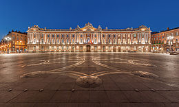 260px-Toulouse_Capitole_Night_Wikimedia_Commons